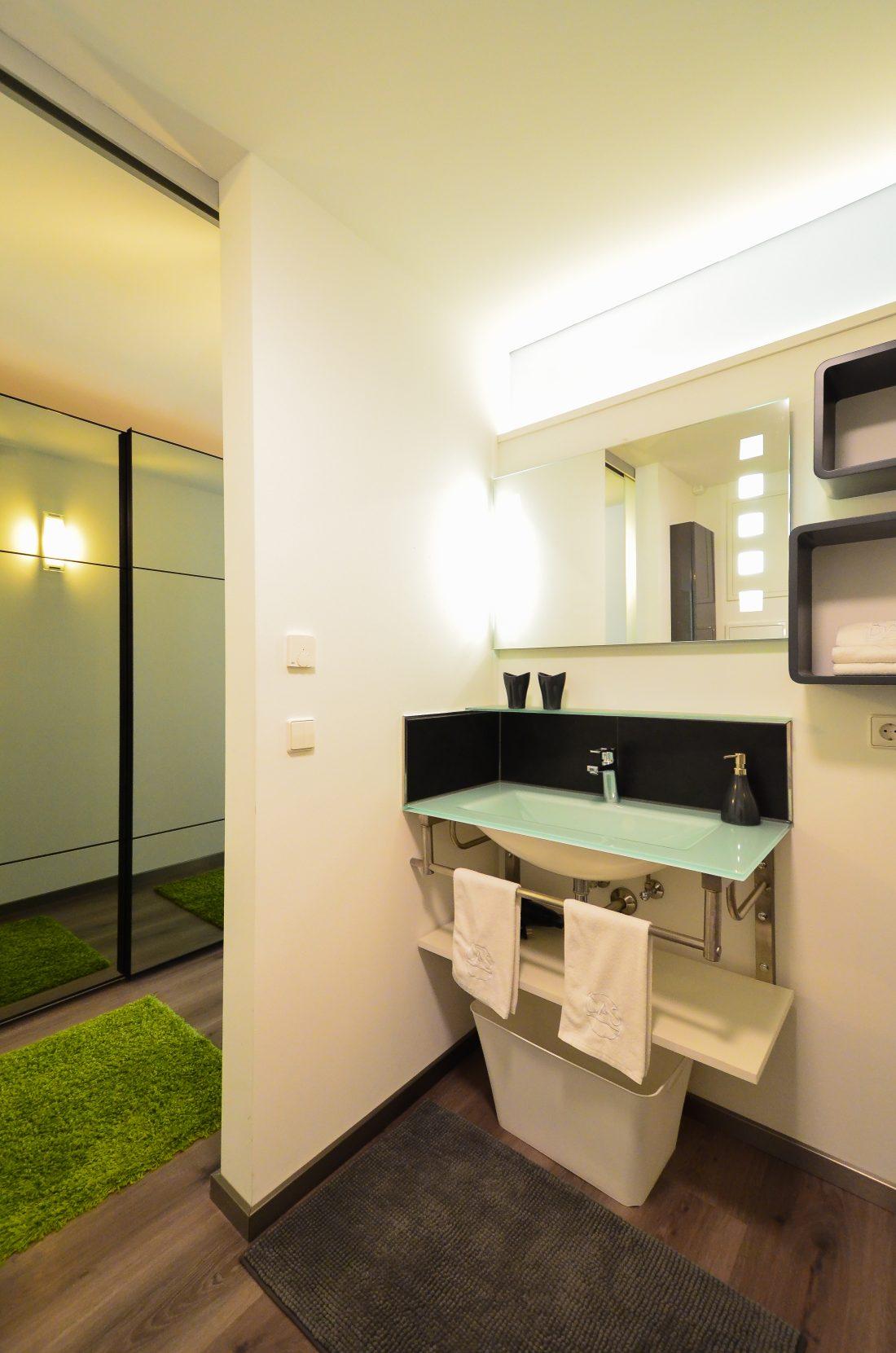 loft wohnung stuttgart ptm modern wohnen in kreis stgt. Black Bedroom Furniture Sets. Home Design Ideas